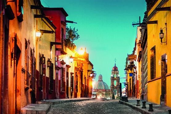 Fotografía de una calle de algún pueblo de México